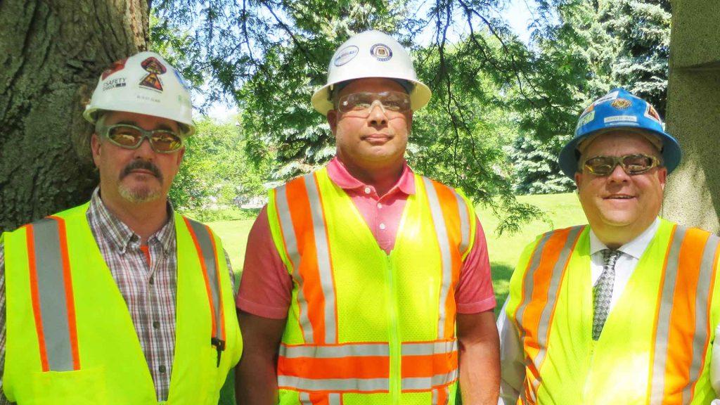 Union Contractors in Vest